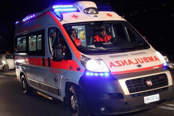Un defibrillatore per le emergenze, un defibrillatore per la sanità, un defibrillatore in campo sanitario