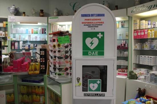 Un Defibrillatore per farmacia, Defibrillatore in farmacia, Defibrillatore per le farmacie, Defibrillatori per le farmacie.